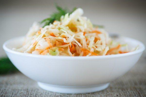 Квашеная капуста отлично помогает при дисбактериозе и других проблемах с пищеварением