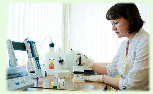 Лабораторное исследование кала или соскоба сразу дает ответ, есть ли в организме гельминты
