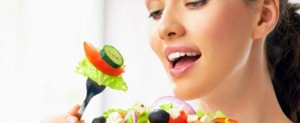 Недостаток витаминов и полезных микроэлементов снижает шансы организма в борьбе с аденокарциномой
