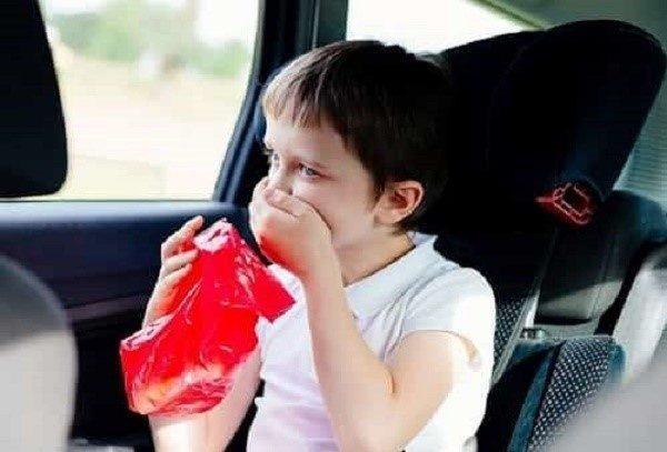 Около 70% детей страдают от морской болезни