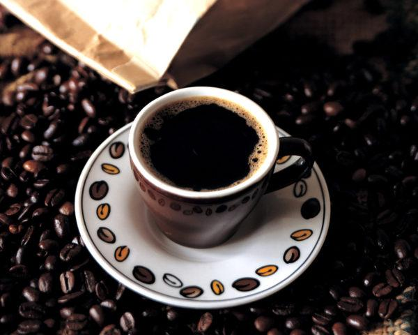 От крепкого кофе может быть горечь во рту