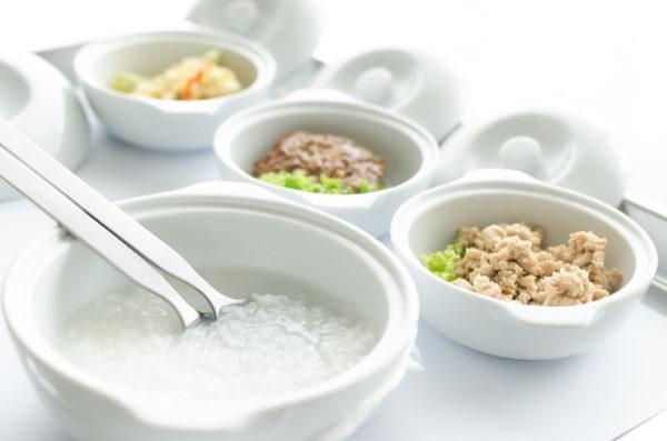 Пища должна быть легкой: каши на воде, мясо и овощи на пару, перемолотые с помощью блендера