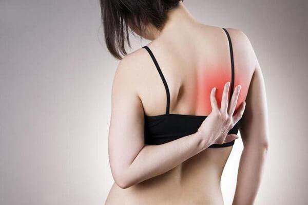 Почти в половине случаев травм селезенки отмечается иррадиирование боли под правую лопатку