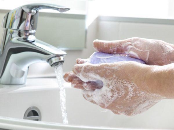 После каждого посещения туалета нужно мыть руки с мылом