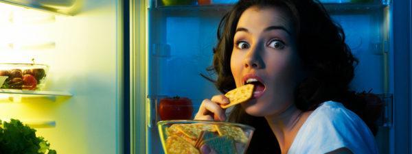 При булимии чувство голода нередко беспокоит в ночное время