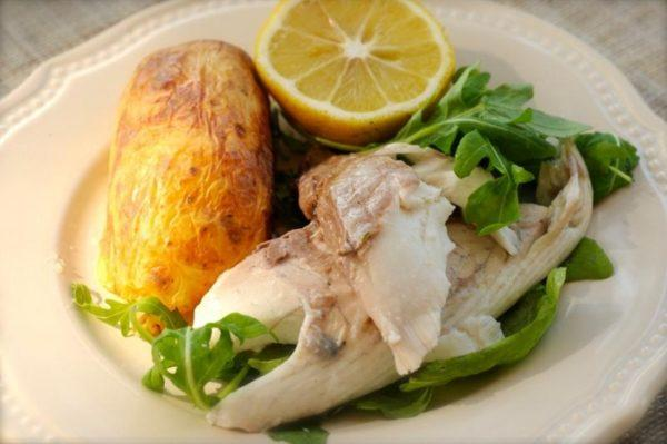При рефлюксе рекомендуется употреблять нежирные сорта рыбы и мяса, приготовленные на пару