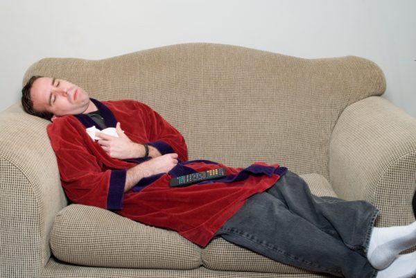 При сильной боли лучше прилечь и отдохнуть, сократить двигательную активность до минимума