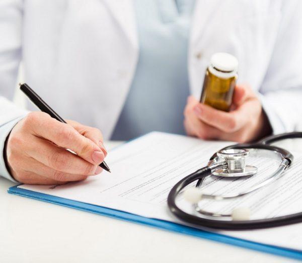 При выявлении энтеробиоза в детских учреждениях всем детям назначается профилактическое лечение