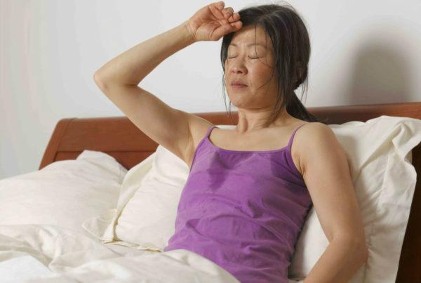Приступы боли в животе сопровождаются потливостью, тошнотой