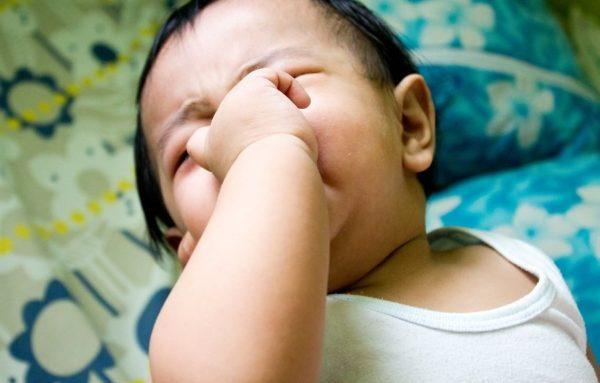 Проследите, нет ли у ребенка признаков запора