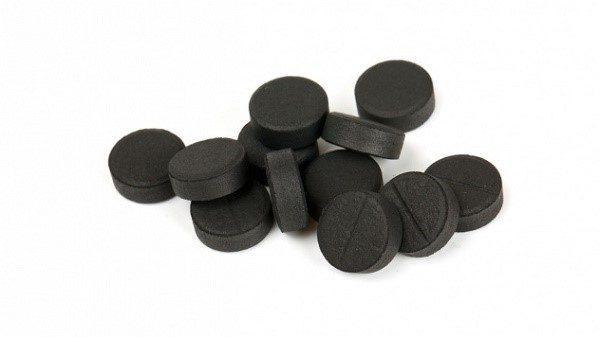 Простой активированный уголь - прекрасное крепящее средство от поноса