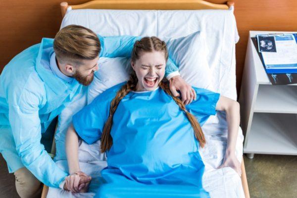 Процесс родов провоцирует увеличение геморроя, есть риск тромбозов