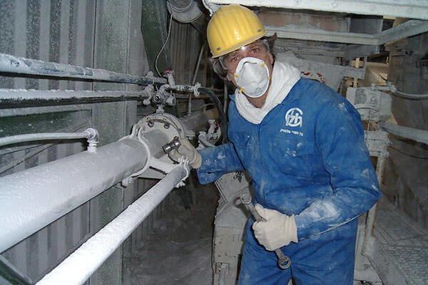 Работа на вредном производстве является одной из самых частых причин развития рака