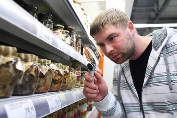 Распространенная причина отравления - продукты с истекшим сроком годности