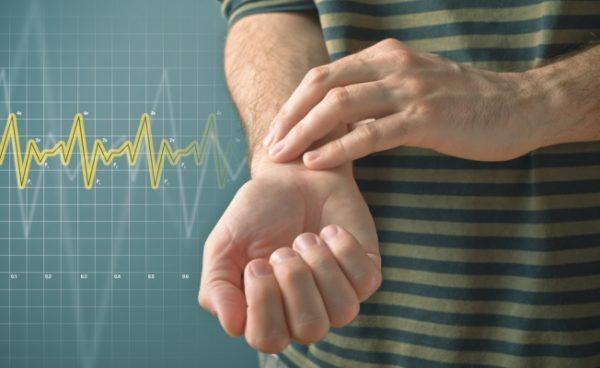Резкое учащение пульса - один из симптомов повреждения селезенки и внутреннего кровотечения