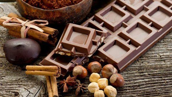 Шоколад и другие продукты, содержащие какао, нередко провоцируют появление изжоги