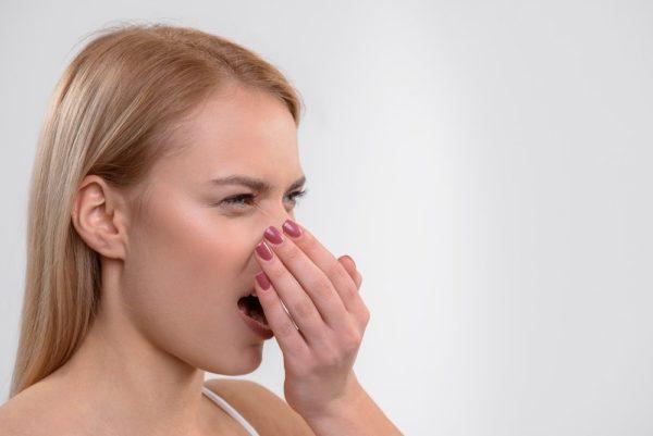 Стоматологические заболевания сопровождаются запахом изо рта
