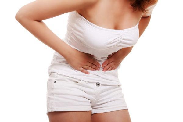 У женщин боли в пояснице и правом подреберье часто являются симптомом гинекологических заболеваний