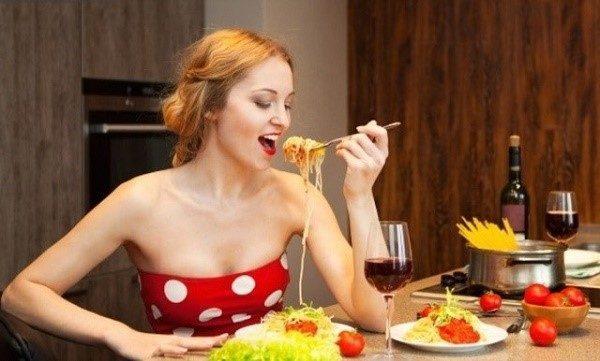 Употребление излишнего количества пищи чревато образованием газов и иными последствиями
