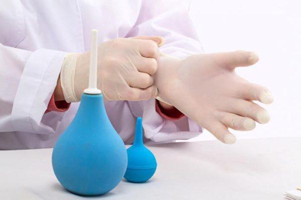 В некоторых случаях очистка кишечника с помощью клизмы более предпочтительна, чем прием слабительных растворов