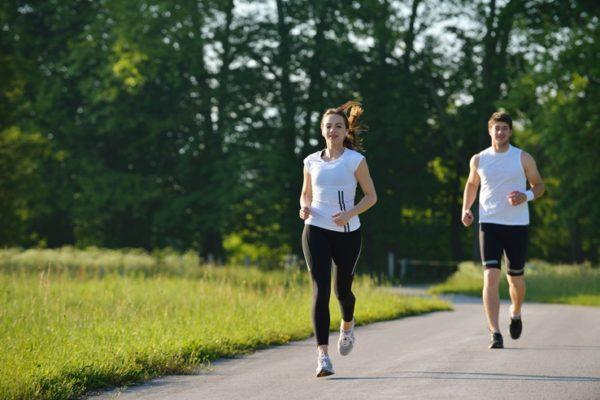 Выходить на пробежку лучше через час после легкого завтрака