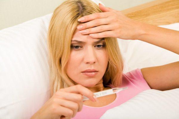 Высокая температура, вместе с головными болями - еще один признак энтерита
