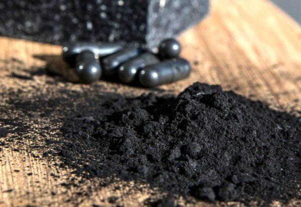 Активированный уголь имеет мало побочных эффектов и вполне безопасен, если потреблять его в умеренных дозах
