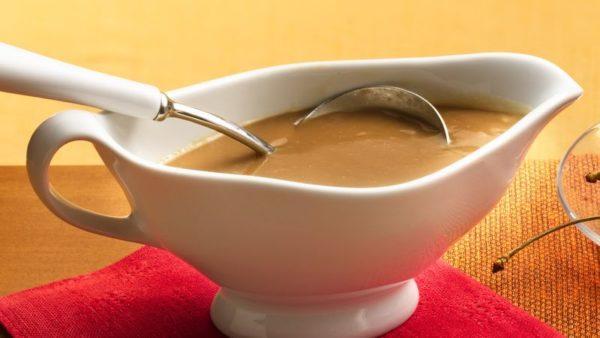 Говяжий соус можно добавлять к мясным, рыбным и овощным блюдам