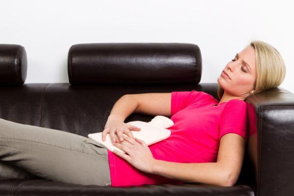 Боли при дисменорее начинаются обычно за 2-12 часов до начала месячных и постепенно угасают в течение нескольких суток