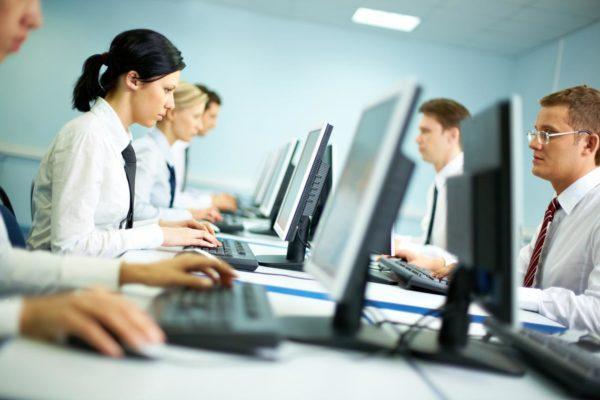 У офисных работников атония диагностируется чаще из-за сидячей работы