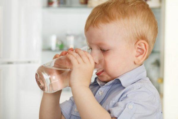 Ребенок должен употреблять много жидкости