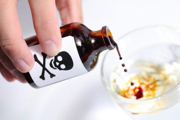 Отравление ядами и токсинами приводит к диарее