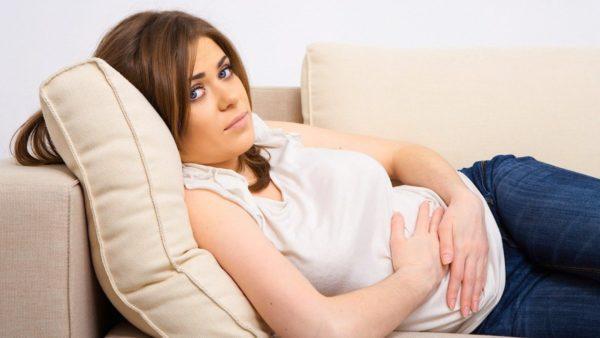 Запор во время беременности достаточно опасен в любом триместре: отсутствие дефекации приводит к интоксикации организма