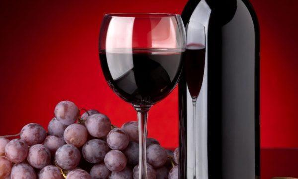 Винные продукты могут окрашивать рвоту и кал