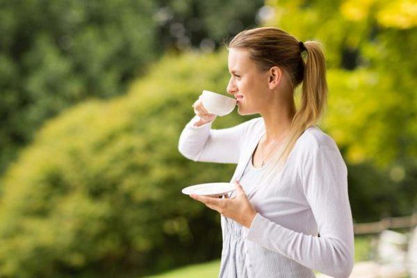 Ароматный травяной чай и прогулки на свежем воздухе - лучшее лекарство от стресса и нервного напряжения