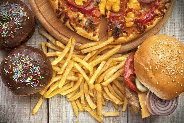 Пока функции желчного пузыря полностью не восстановятся, свежая выпечка, жирные и соленые блюда, а также все пряное и острое находится под запретом