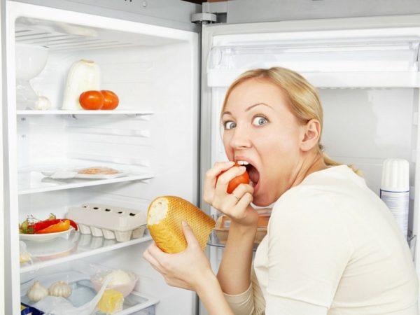Еда перед сном, даже в небольших количествах, не отражается благотворно на организме.