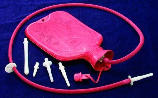 Устройство Эсмарха со всеми важными атрибутами для очищения кишечника